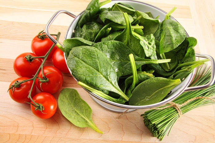 Raw Spinach vs Cooked Spinach: Which one is better for iron absorption?